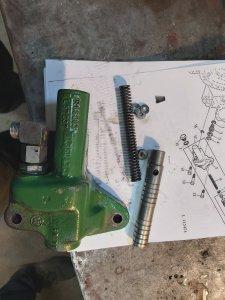 John Deere 3350 zacięty zawór hydrauliki