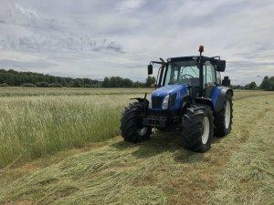 New Holland T5060 i Vicon Extra 332