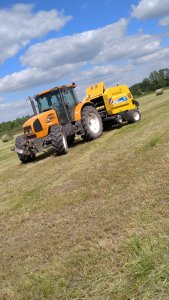 Renault Ares 616RZ + New Holland BR6090