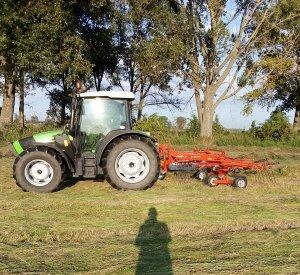 Deutz -fahr agrofarm 410 i Kuhn